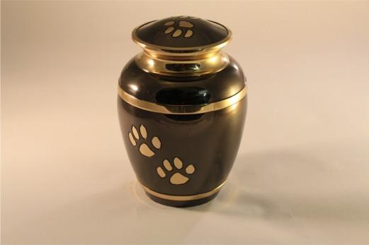 Urna nera a forma di vaso con rifiniture dorate