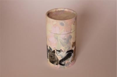 Urna a forma cilindrica bassa con decorazioni